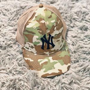 NYY New York Yankees Camo Trucker Hat